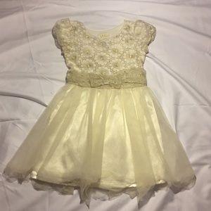 """""""Guess"""" Little Girls Dress"""